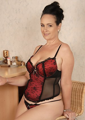 Free Moms Corset Porn Pictures
