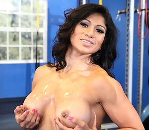 Free Muscle Moms Porn Pictures